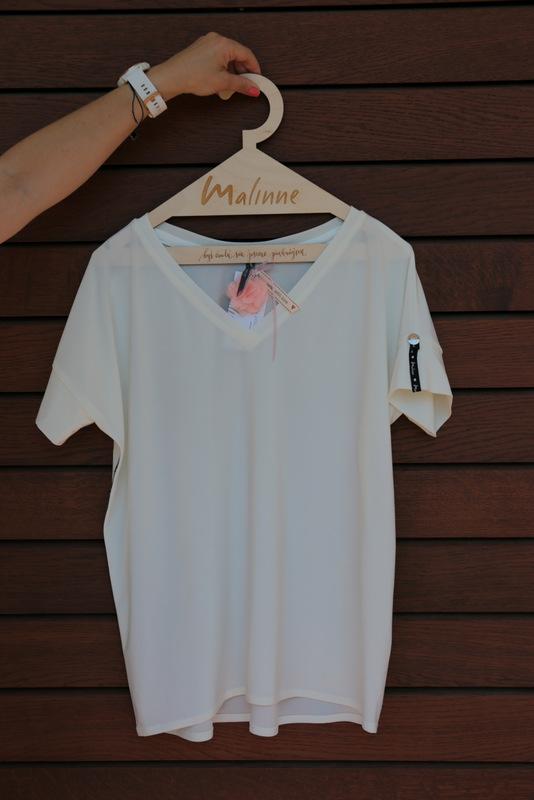 Biały Tshirt w serek